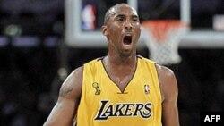 Chiếc áo thi đấu mang tên Kobe bán chạy nhất tại Trung Quốc và hàng triệu người Trung Quốc theo dõi các trận đấu của Kobe