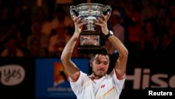 Tay vợt Stan Wawrinka của Thụy Sĩ vượt qua Rafael Nadal của Tây Ban Nha giành ngôi quán quân Australia Mở rộng 2014.
