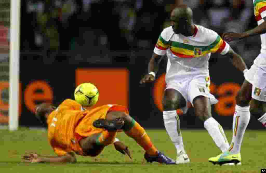 Ivory Coast's Didier Drogba (L) is fouled by Mali's Ousmane Brethe during their African Nations Cup semi-final soccer match at the Stade De L'Amitie Stadium in Gabon's capital Libreville February 8, 2012.