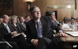 O presidente executivo da Chevron, John Watson, numa audição recente perante uma comissão do Senado americano.