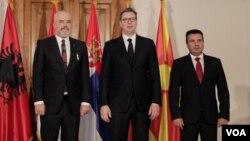 Premijer Albanije Edi Rama, predsednik Srbije Aleksandar Vučić i premijer Makedonije Zoran Zaev posle potpisivanja deklaracije o mini Šengenu, oktobar 2019.