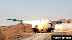 موشک کروز دریایی رونمایی شده در مانور ایران، قابلیت شلیک از ساحل و کشتی را دارد