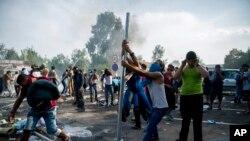 جدال در یک محل نگهداشت پناهجویان در شهر درسدن رخ داده است