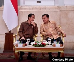 Presiden Joko Widodo dan Wapres Jusuf Kalla memimpin sidang kabinet paripurna di Istana Negara Jakarta, Senin, 2 Oktober 2017. (Foto Courtesy: Biro Pers Kepresidenan RI).