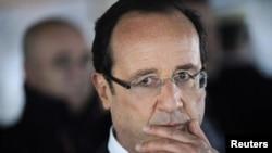 法国总统奥朗德巴士底日发表谈话