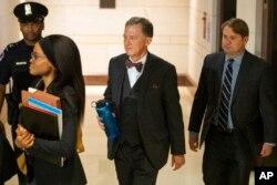 조지 켄트 미국 국무부 부차관보가 15일 하원 대통령 탄핵조사 청문회에서 증언하기 위해 의회 건물에 도착했다.