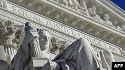 Detalj sa zapadne fasade zgrade američkog Vrhovnog suda u Vašingtonu