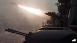 Tàu chống ngầm của Nga trong một đợt diễn tập bắn tên lửa.