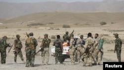 什叶派战士在贝吉东北部和伊斯兰国武装份子作战。(2015年10月18日)