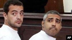 El productor de Al Jazeera en inglés, Baher Mohamed, izquierda, y el egipcio-canadiense Mohammed Fahmy, jefe de la oficina en El Cairo, serán enjuiciados nuevamente.