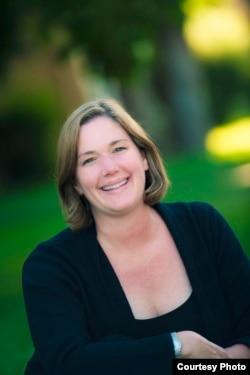 科罗拉多大学法学院教授玛丽·哈特(Mary Hart)