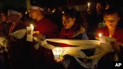 Tibetan exiles hold candlelight vigil after reports of 52-year-old Tamdrin Dorjee's self-immolation, Dharmsala, India, Oct. 13, 2012.