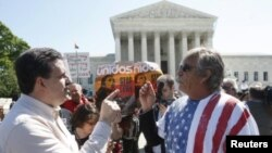 Lei de Imigração do Estado do Arizona é vista pelo campo republicano como a mais actual política de luta contra a imigração ilegal ao mesmo tempo que é considerada de tendecialmente racial pelos seus opositores