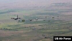 ამერიკული C-130 ჰერკულესი ვაზიანის თავზე