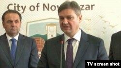 Potpredsednik Vlade Srbije Rasim Ljajić i predsedavajući Vijeća ministara BiH Denis Zvizdić tokom posete Novom Pazaru