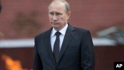 22일, 나치 독일의 소련 침공 73주년을 맞아 모스크바 외곽의 무명 용사의 묘에서 열린 추도식에 참석한 블라디미르 푸틴 러시아 대통령.