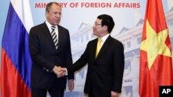 Ngoại trưởng Nga Sergei Lavrov và Ngoại trưởng Việt Nam Phạm Bình Minh tại Hà Nội, ngày 16/4/2014.