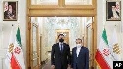 지난달 10일 이란을 방문한 최종건 한국 외교부 1차관(왼쪽)이 세예드 압바스 아락치 이란 외무차관과 만났다.
