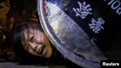 Một người biểu tình Hong Kong phản đối dự luật dẫn độ.