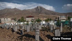 Makeshift headstones in a mountainous Turkey-Iran border region mark the graves of refugees who perished in border areas and shipwrecks as they tried to flee to safety in Turkey, Aug. 11, 2021, in Van, Turkey. (Claire Thomas/VOA)