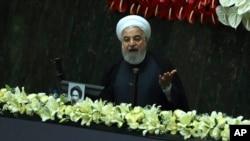 ປະທານາທິບໍດີ Hassan Rouhani ຂອງອີຣ່ານກ່າວຄໍາປາໄສ ໃນວັນເປີດສະພາຊຸດໃໝ່ໃນນະຄອນເຕຫະຣ່ານ, ວັນທີ 27 ພຶດສະພາ, 2020.