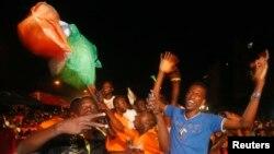 Des fans de l'équipe de football de la Côte d'Ivoire à Abidjan le 4 février 2015.