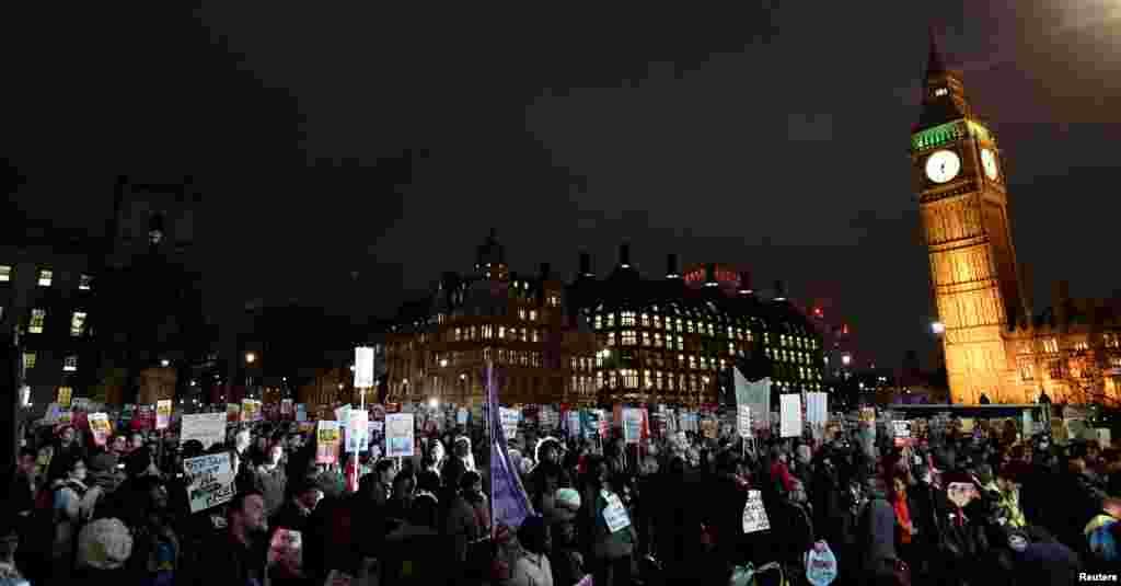 تظاهرات علیه دونالد ترامپ رئیس جمهوری آمریکا، جلوی ساختمان پارلمان انگلیس در لندن.