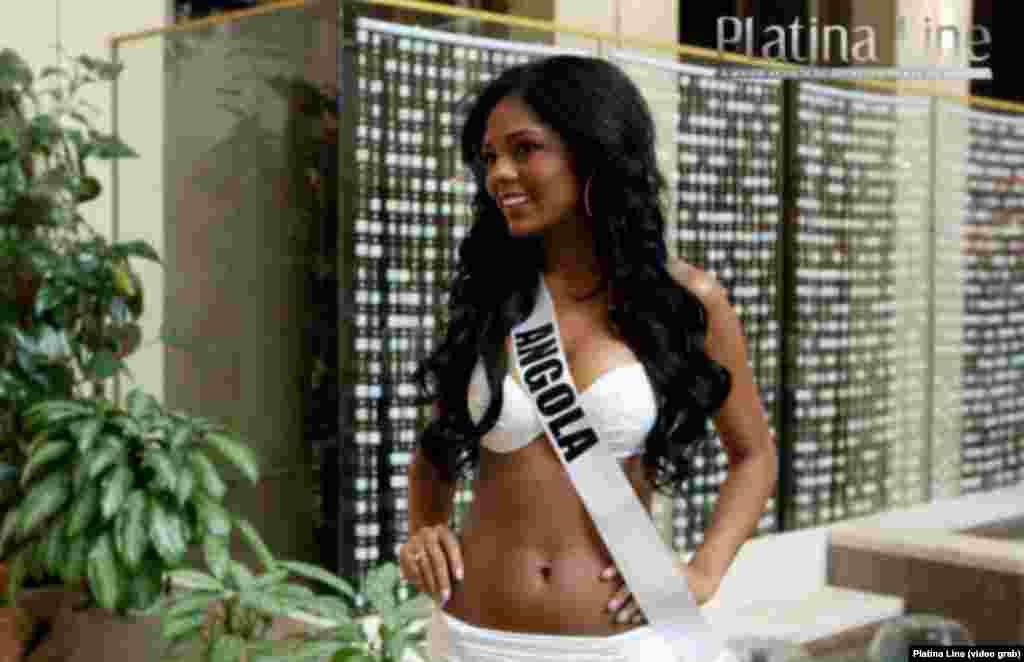 Miss Angola, Vaumara Rebelo, em ensaio de biquini para Miss Universo. A cerimónia terá lugar em Moscovo.