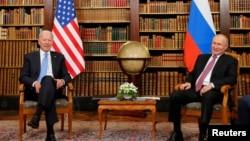 Presidente americano Joe Biden e Presidente russo Vladimir Putin em Bruxelas