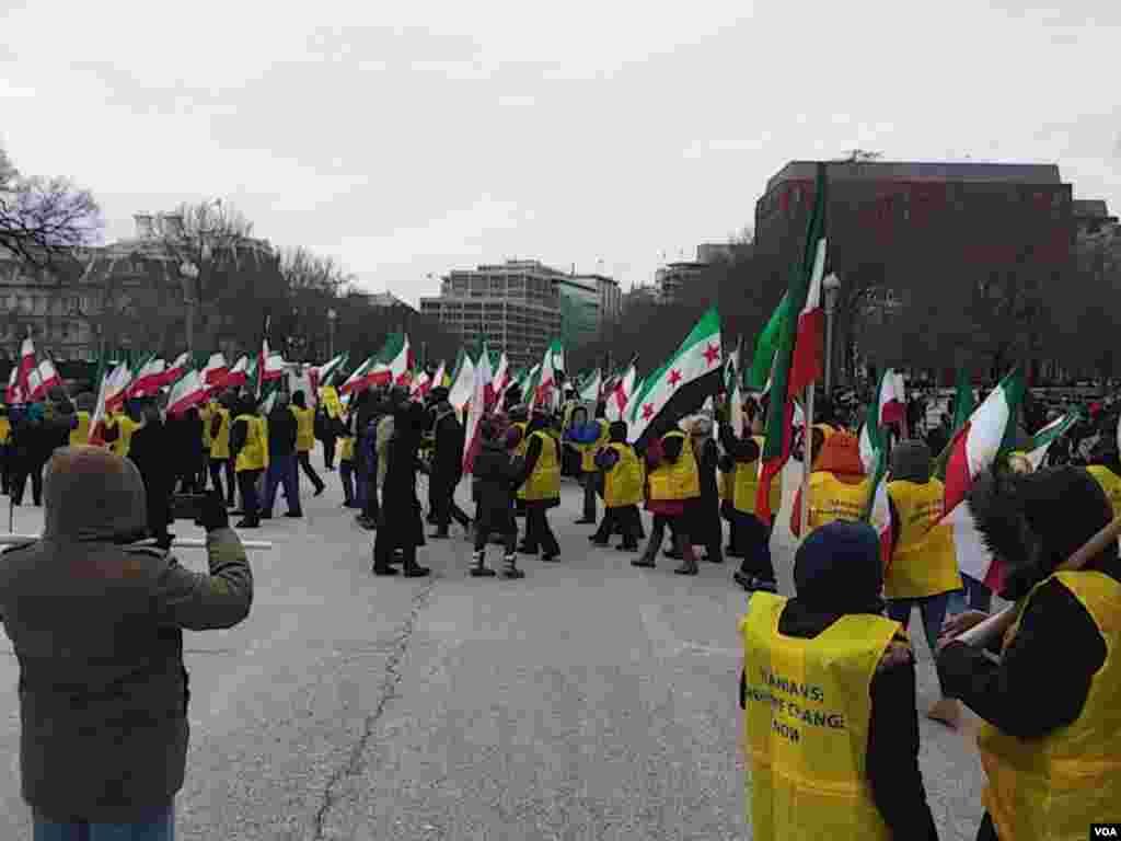 تجمعسازمان جوامع ایرانیان آمریکایی در مقابل کاخ سفید برای اعلام حمایت از اعتراضات در ایران
