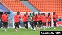 Le Sénégalais à l'entraînement avant le match contre le Japon, le 23 juin 2018. (VOA/Amédine Sy)