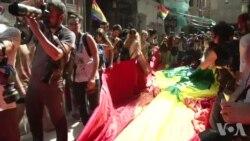 LGBT Yürüyüşüne Polis Müdahalesi