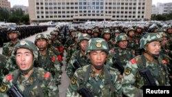 中国武警集结在新疆首府乌鲁木齐。(2013年6月29日)