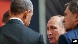 """En el corto encuentro en Perú, Obama urgió a Putin a """"respetar"""" los compromisos asumidos por Rusia dentro de los acuerdos sobre Ucrania y sobre Siria."""