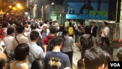 香港泛民、建制兩派投票前造勢資料照 (美國之音海彥拍攝)
