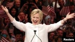 Clinton fue elegida por unanimidad como candidata a la presidencia por el Partido Demócrata.