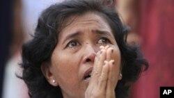 15일 별세한 노로돔 시아누크 전 국왕을 추모하는 캄보디아 시민.
