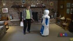 Американський стартап розробив робота-компаньйона для людей похилого віку. Відео