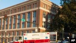 Le chirurgien sierra-léonais Martin Salia devrait être soigné au Nebraska Medical Center à Omaha, dans le Nebraska (AP)