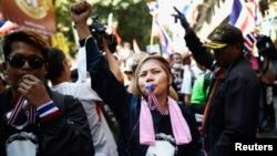 태국 반정부 시위대가 4일 경찰청 주변에서 시위를 벌이고 있다.