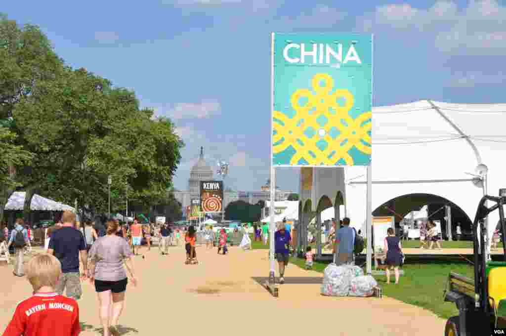 The Smithsonian Folklife Festival in Washington. This year it focuses on China and Kenya. (Regina Catipon/VOA)