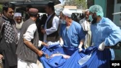 رئیس صحت عامه غزنی میگوید که شش جسد و دو زخمی از محل رویداد به شفاخانه ولایتی غزنی انتقال شده اند.