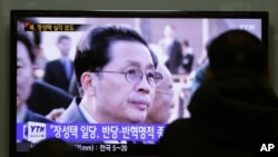 People watch a TV news program showing North Korean leader Kim Jong Un's uncle, Jang Song Thaek, at the Seoul Railway Station in Seoul, South Korea, Dec. 9, 2013.