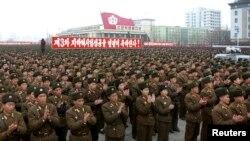 Binh sĩ Bắc Triều Tiên tham dự một cuộc mít-tinh kỷ niệm vụ thử hạt nhân tại Quảng trường Kim Il-Sung ở Bình Nhưỡng, ngày 14/2/2013.