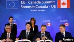 CETA sẽ loại bỏ 99% thuế quan giữa Canada và 28 thành viên khối châu Âu.