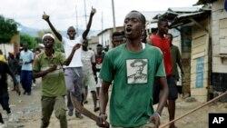 布隆迪示威者抗議總統恩庫侖齊扎決定競選第三個任期