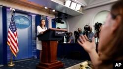 Portparolka Bele kuće Sara Sanders odgovara na pitanja novinara