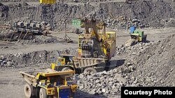 Kegiatan perusahaan tambang di Kamerun (foto: ilustrasi).
