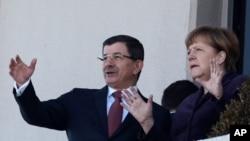 Davutoglu û Merkel