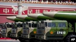 지난해 9월 중국 베이징에서 열린 전승절 70주년 열병식에 둥펑-26 (DF-26) 미사일이 등장했다. (자료사진)